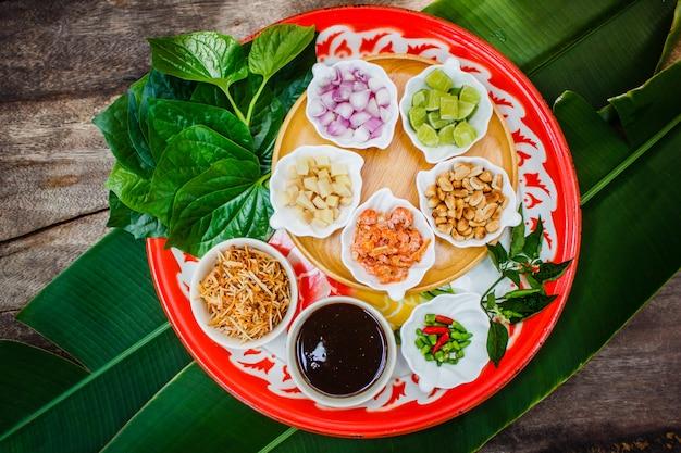 Le miang kham est une collation traditionnelle de thaïlande.