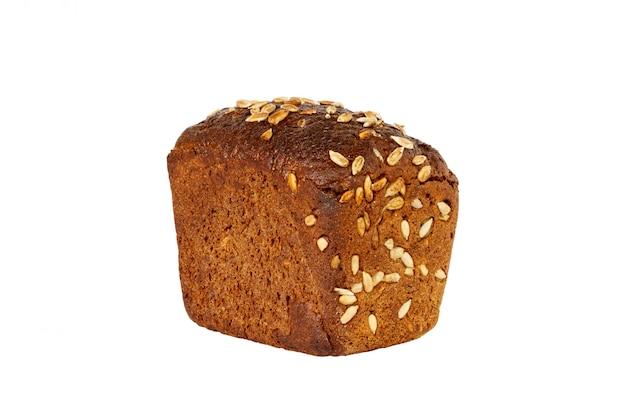 Miche de pain aux graines isolé sur un blanc