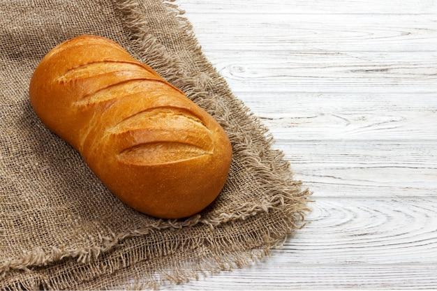 Miche de pain sur bois