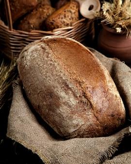 Miche de pain avec farine de blé entier