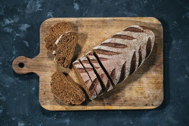 Miche de pain frais tranché