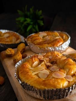 Miche de pain maison aux amandes