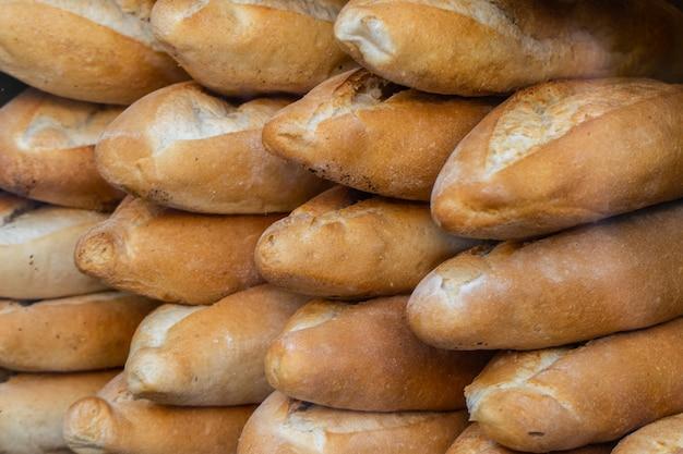 Miche de pain de style turc traditionnel. photo de haute qualité