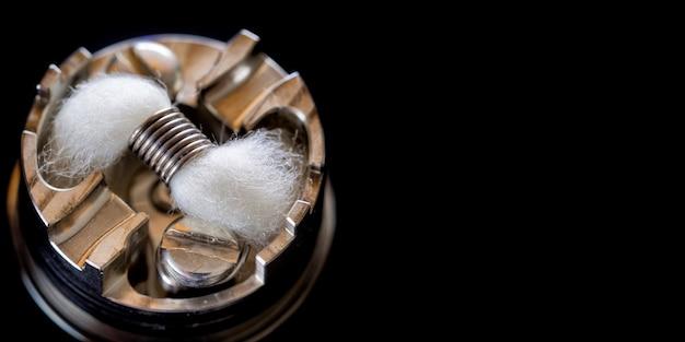 Micro-bobine simple avec mèche en coton biologique japonais dans un atomiseur dégoulinant reconstructible