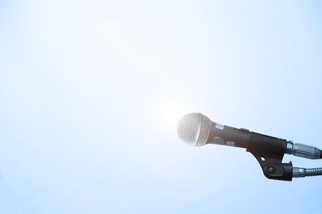 Microphone dans la salle de conférence ou de séminaire