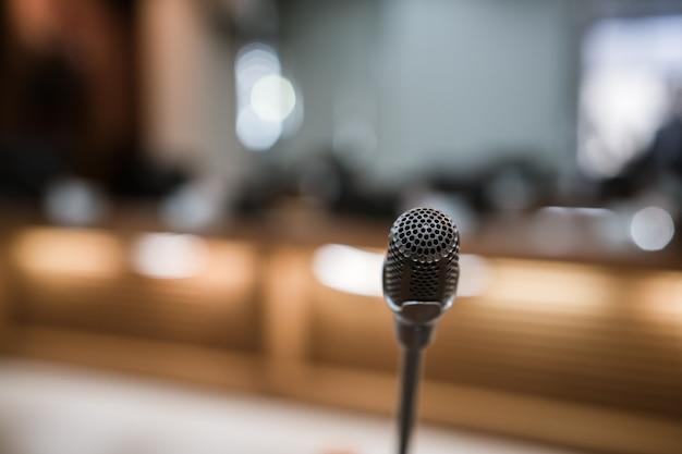 Microphone dans la salle de conférence
