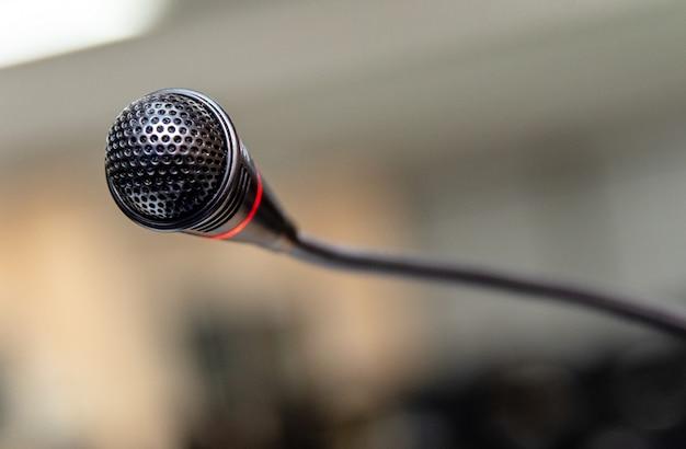 Microphone dans la salle informatique pour l'annonce à l'auditeur