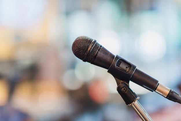 Microphone dans la salle de réunion.