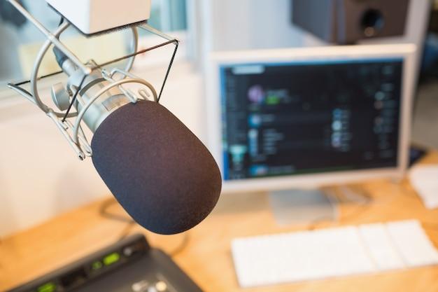 Microphone dans la station de radio