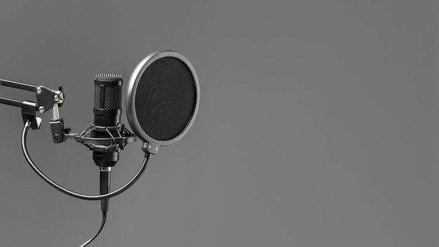 Microphone avec espace de copie de pop buster