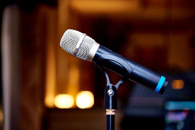 Microphone sur le gros plan du rack
