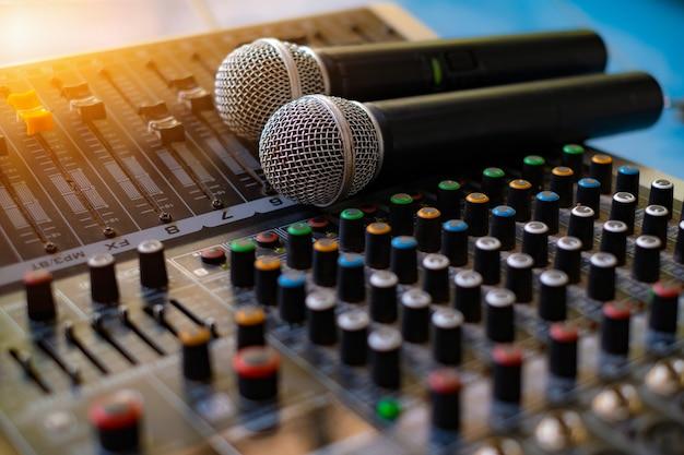 Microphone et mixeur audio analogique