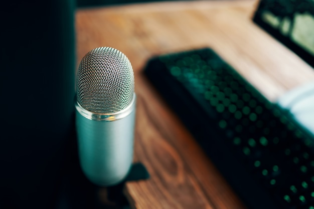 Microphone de podcast studio