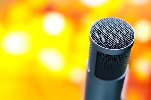 Microphone pour enregistrer la voix en studio.