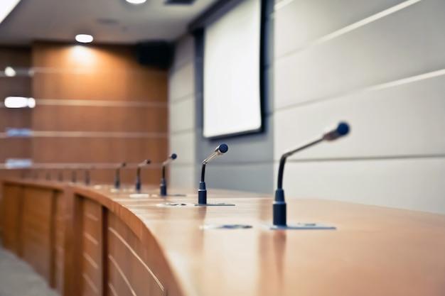 Microphone professionnel dans la salle de réunion