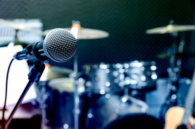 Microphone de studio à condensateur professionnel, concept musical. enregistrement