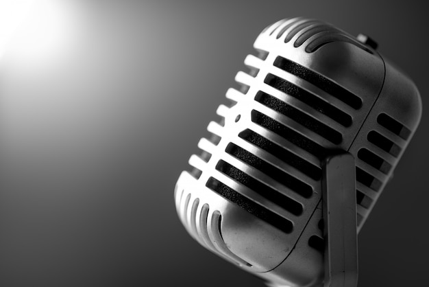 Microphone de style vintage en studio
