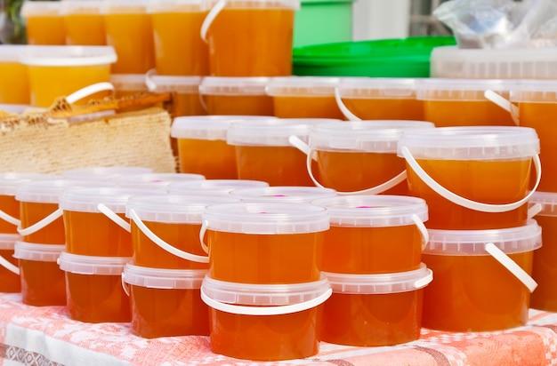 Miel au comptoir sur le marché