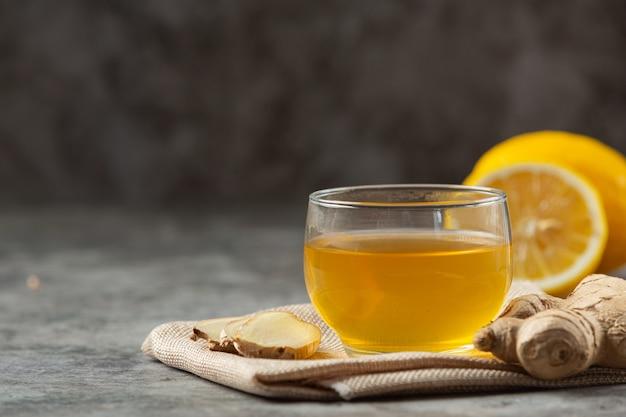 Miel citron jus de gingembre produits alimentaires et boissons à partir d'extrait de gingembre concept de nutrition alimentaire