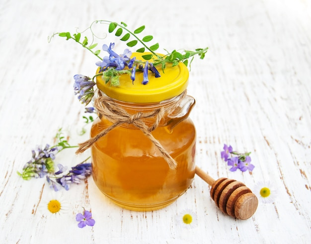 Miel et fleurs sauvages