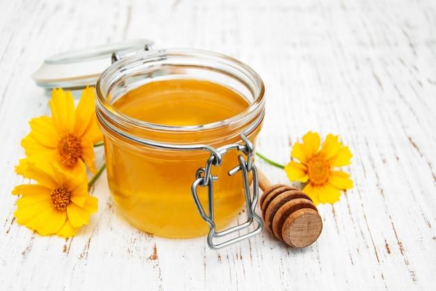 Miel avec des fleurs