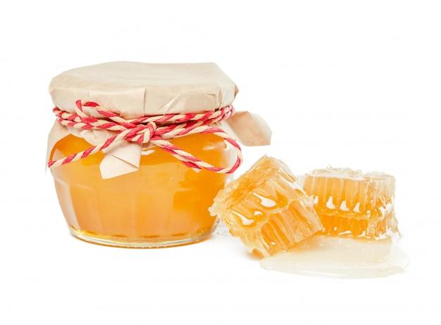 Miel frais avec nid d'abeille