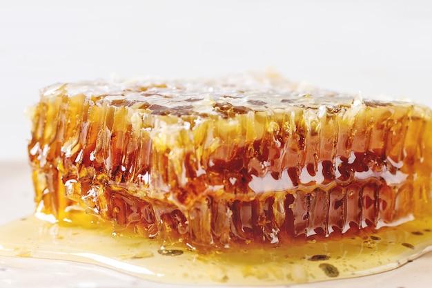 Miel en nid d'abeille