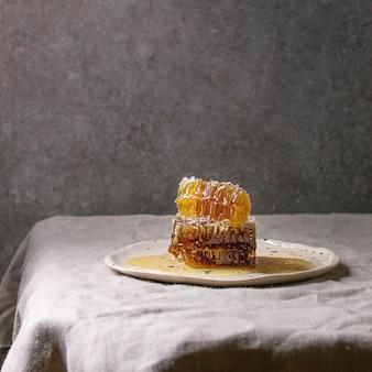 Miel en nid d'abeilles