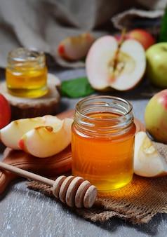 Miel avec pomme pour rosh hashana, nouvel an juif