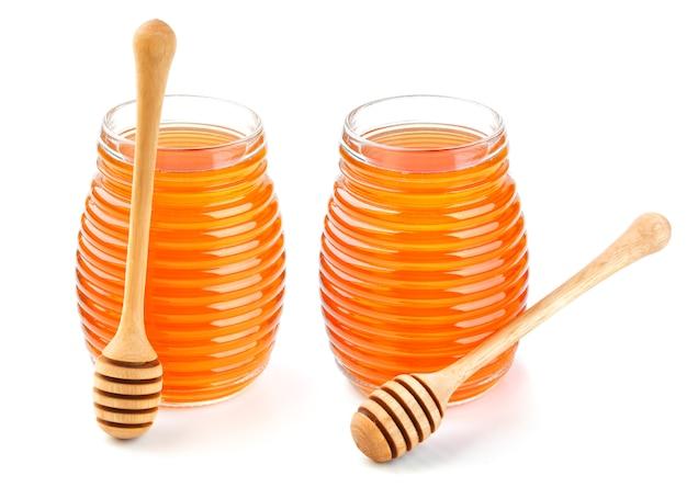 Miel en pot de verre isolé sur blanc