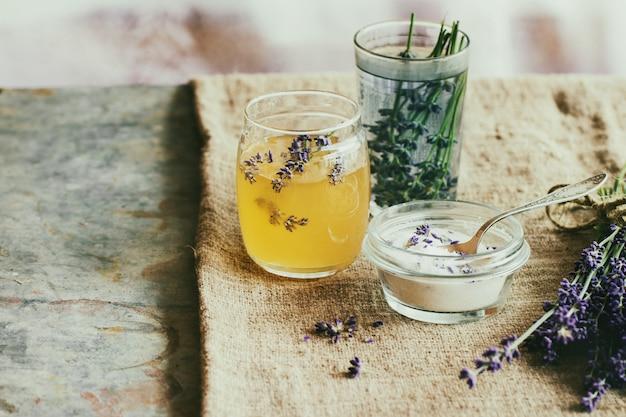 Miel et sucre aromatisé à la lavande