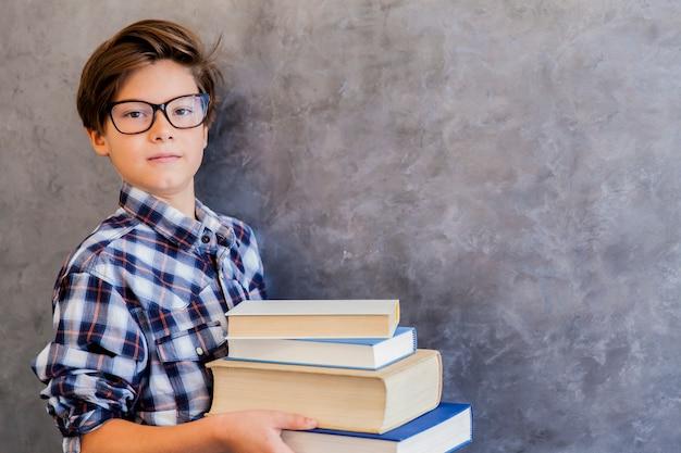 Mignon, adolescent, écolier, tenue, livres
