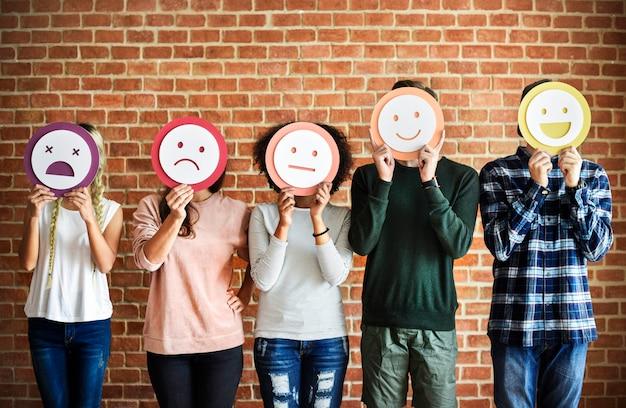 Mignon portrait d'une gamme d'émotions différentes