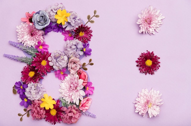 Mignon symbole du 8 mars en fleurs