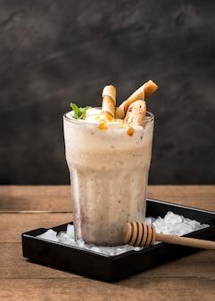 Milk-shake au chocolat gros plan