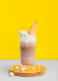 Milk-shakes gros plan avec de la glace