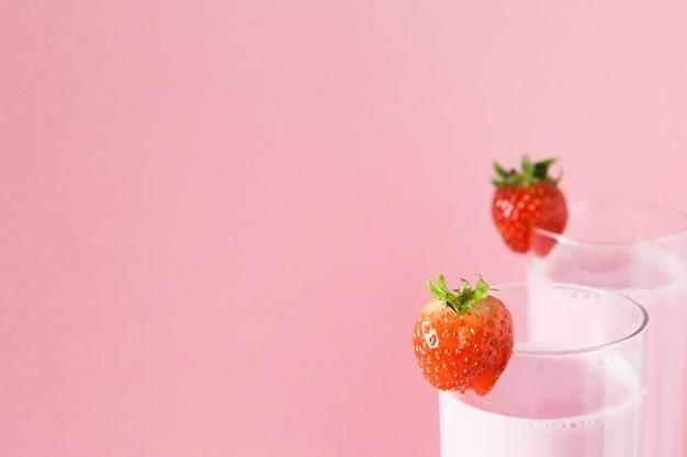 Milkshakes avec des pailles et un espace de copie