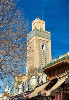 Minaret à fès jdid, l'une des trois parties de fès - maroc