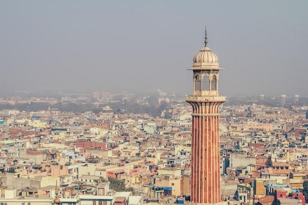 Minaret de jama masjid, new delhi, inde. vue du vieux delhi depuis le minaret de jama masjid le 11 février 2008. une capitale trop peuplée et trop peuplée a ses effets sur la pollution de l'air, surtout en été.