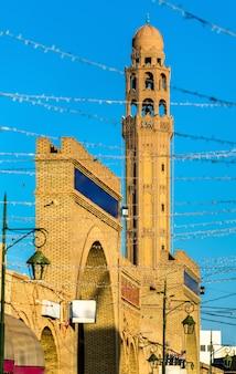 Minaret de la mosquée farkous dans la médina de tozeur tunisie