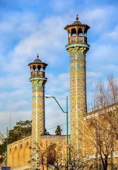 Minarets de la mosquée shahid motahari à téhéran, iran