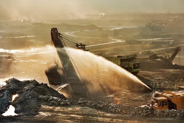 La mine de charbon est une zone à risque. de nombreux métaux lourds libérés lors de l'extraction et de la combustion du charbon