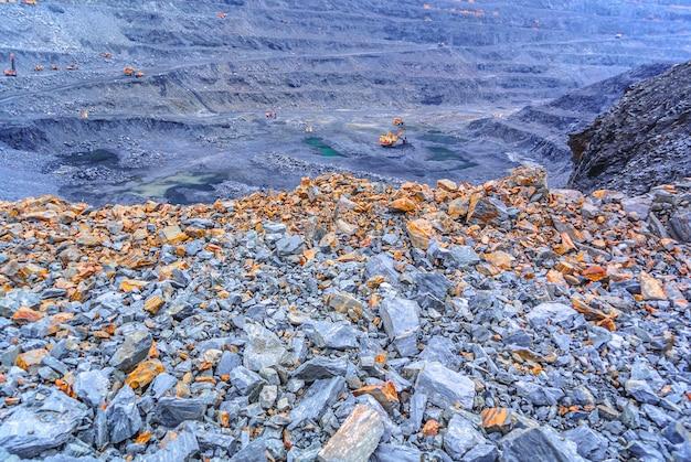 Mine à ciel ouvert de minerai de fer
