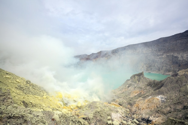 Mine de soufre au volcan khawa ijen