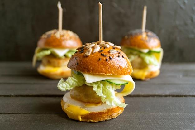 Mini burgers avec escalope de poulet.