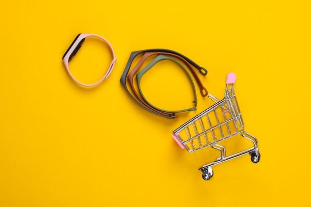 Mini caddie et bracelet intelligent avec bracelets interchangeables sur jaune