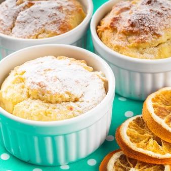 Mini cakes de noël à la cannelle et aux zestes d'orange