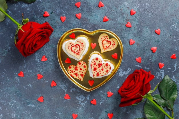 Mini gâteaux en forme de coeur pour la saint valentin.