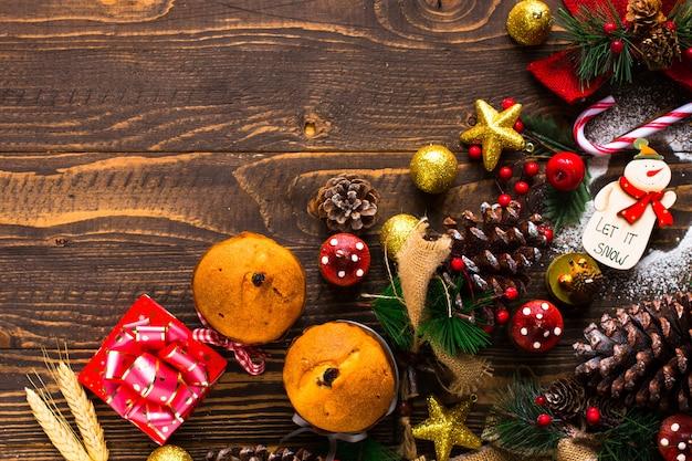 Mini panettone aux fruits et décoration de noël,
