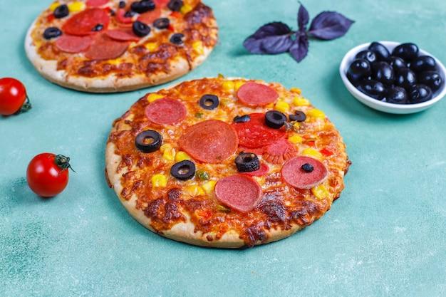 Mini pizzas fraîches faites maison.